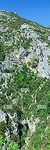 Europe, France, RŽgion Occitanie, 66 - PyrŽnnŽes Orientales, sur la commune de Saint-Paul-de-Fenouillet, l'ermitage de Saint-Antoine de Galamus dans les gorges de Galamus, au fond desquelles coule la rivi�re l'Agly